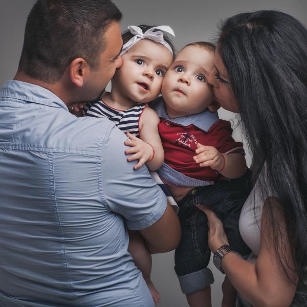 Sedinta foto de familie in studio: Derya si Ayan