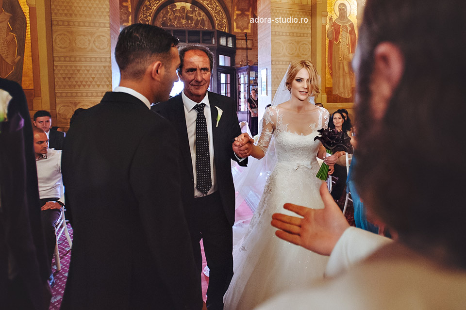 24 intrarea in biserica nunta