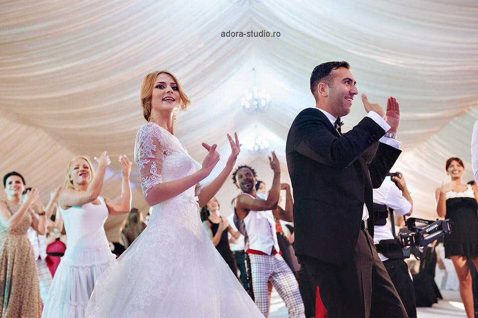 44 distractie la nunta