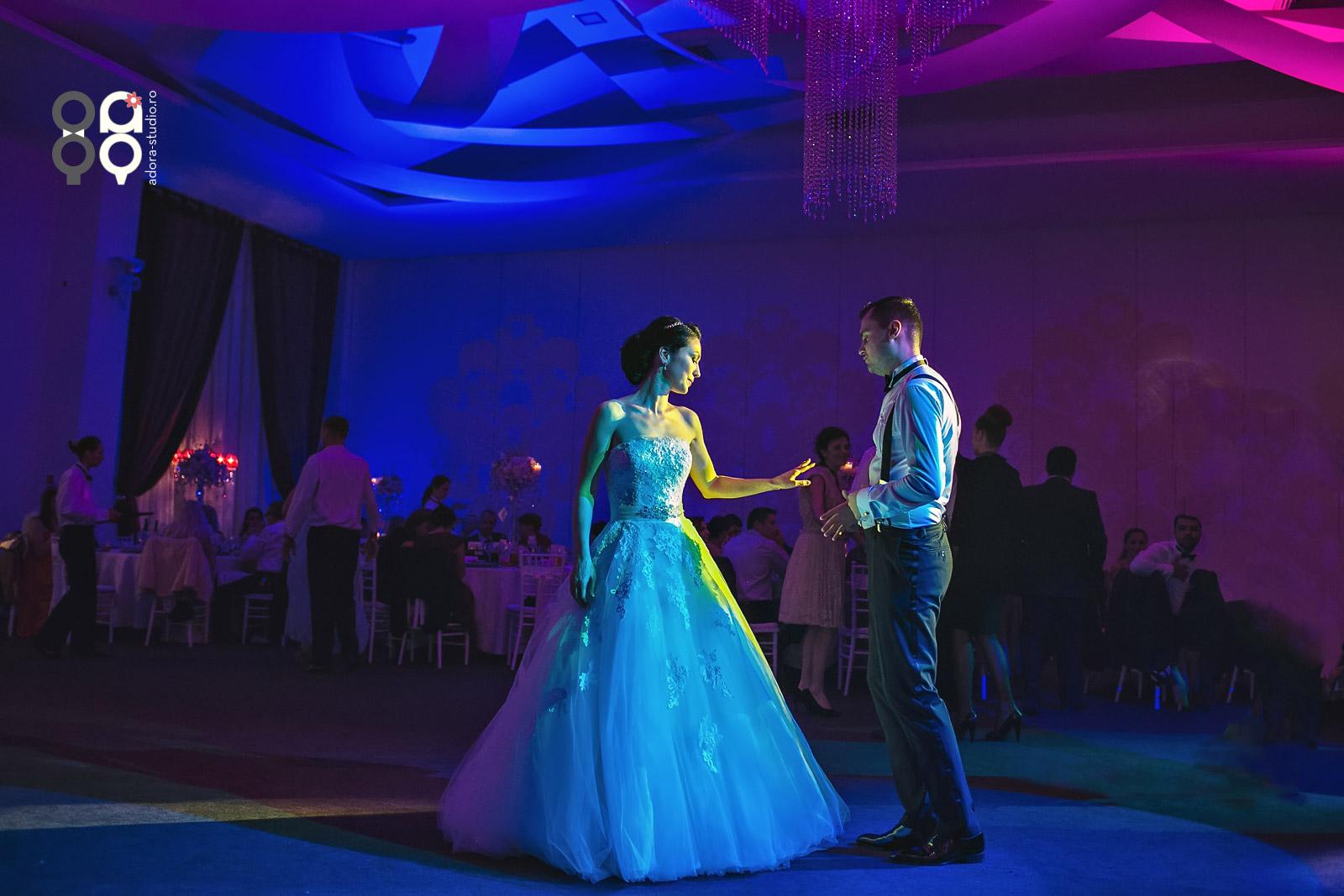 fotografii dans nunta