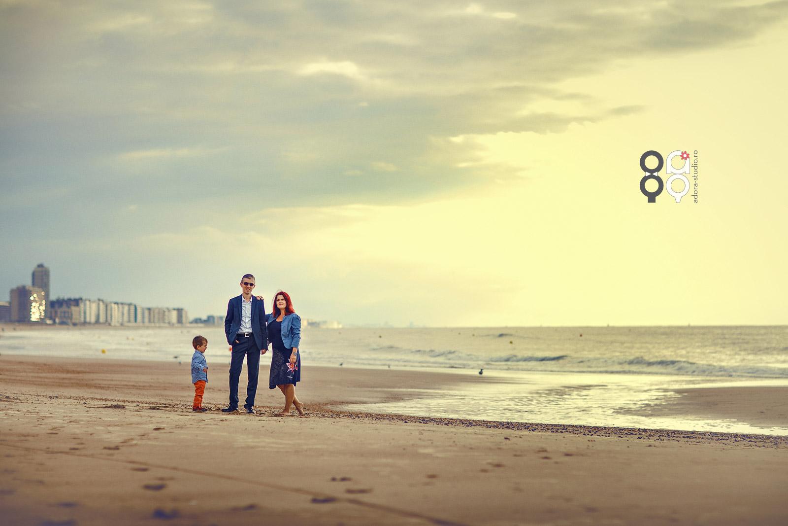 sedinta foto de familie pe plaja